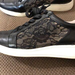 Louise et Cie Shoes - ⚡️FLASH SALE⚡️ Louise et Cie🌹Sneakers